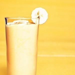 bananovij-koktejl-s-kefirom-i-medom