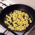 Вегетарианские рецепты: Гречка с кабачками и адыгейским сыром