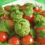 Салат с шариками из миндаля и кинзы / Вегетарианские и сыроедческие рецепты