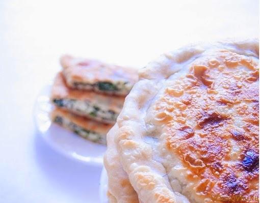 паратха с зеленью и сыром
