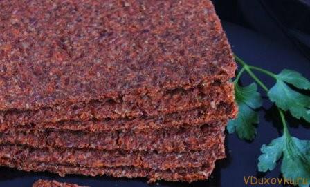 сыроедческие хлебцы из морковного жмыха и льна