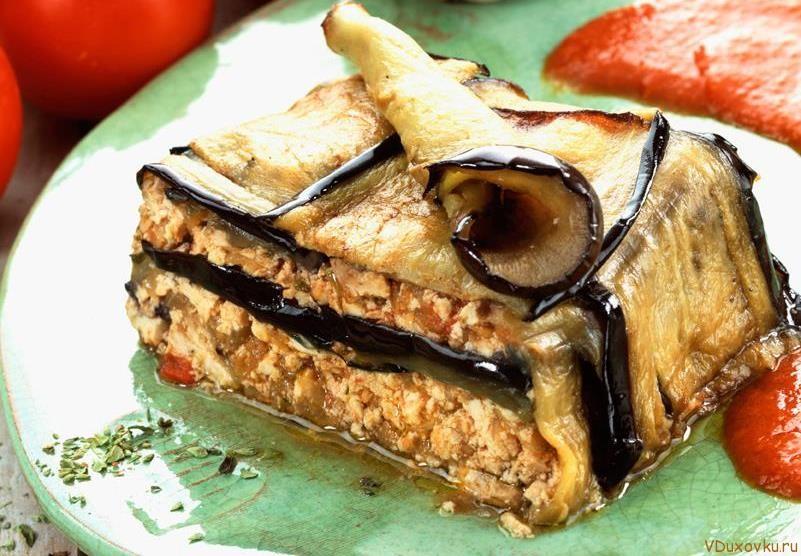 вегетарианская мусака с тофу, орехами и сушеными помидорами