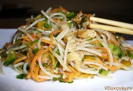 рисовая лапша с соевой спаржей и кабачками